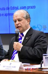Para o ministro, a sociedade não é obrigada a arcar com reajuste abusivo.  Foto: Zeca Ribeiro/Câmara dos Deputados