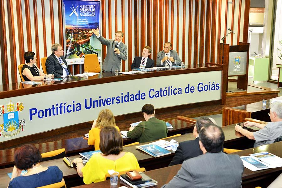 Presidente do CRUB e reitor da PUC Goiás durante a solenidade de abertura do Congresso em Goiânia.  Foto: Wesley Cruz/PUC Goiás